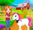 Sevimli Kız Ve Küçük At