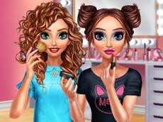 İki Arkadaşın Makyaj Yarışı